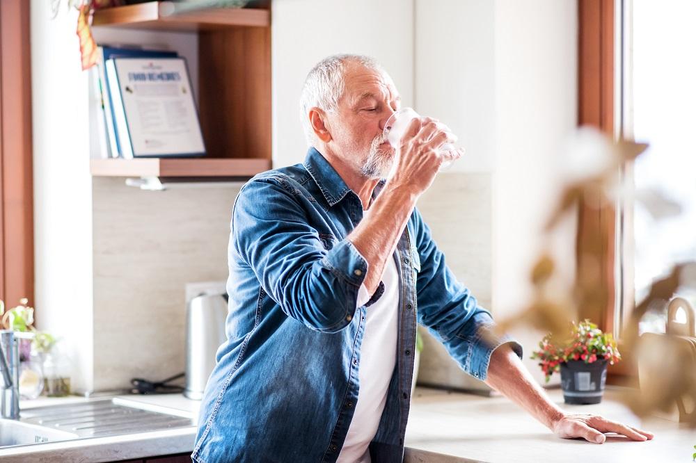 Drinking water helps rinse teeth